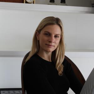 Kelsey McKinnon headshot