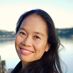 Bonnie Tsui headshot