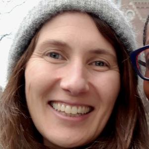 Simone Davies headshot