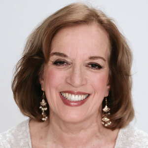 Helene Hovanec headshot