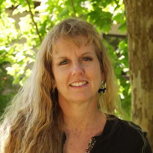 Cynthia McFarland headshot
