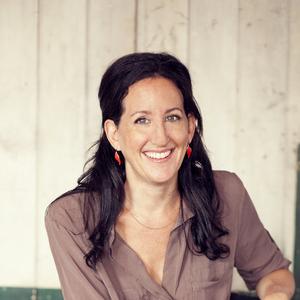 Amanda Kingloff headshot