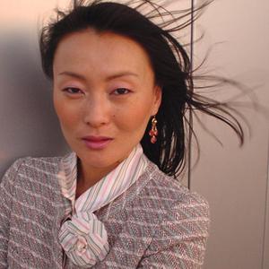 Ji Baek headshot