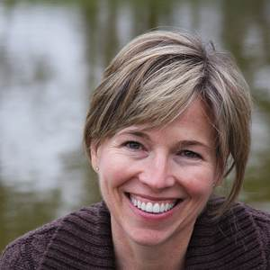 Linda McIntyre headshot