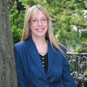 Elizabeth Carpenter headshot