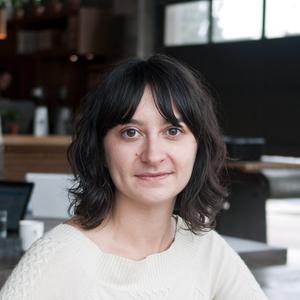 Hanna Neuschwander headshot