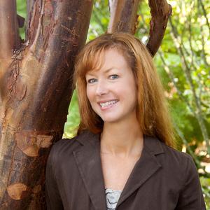 Holly Scoggins headshot