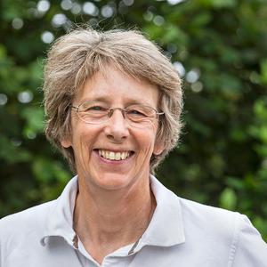 Lynne Lawson headshot