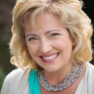 Christina Salwitz headshot