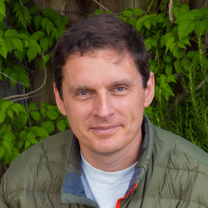 Vladimir Dinets headshot