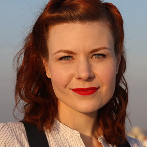Ella Morton headshot