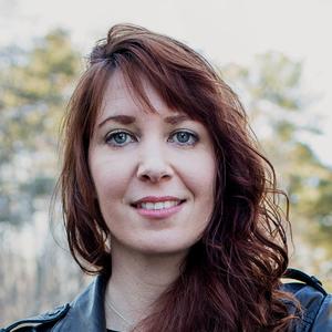 Mesha Maren headshot