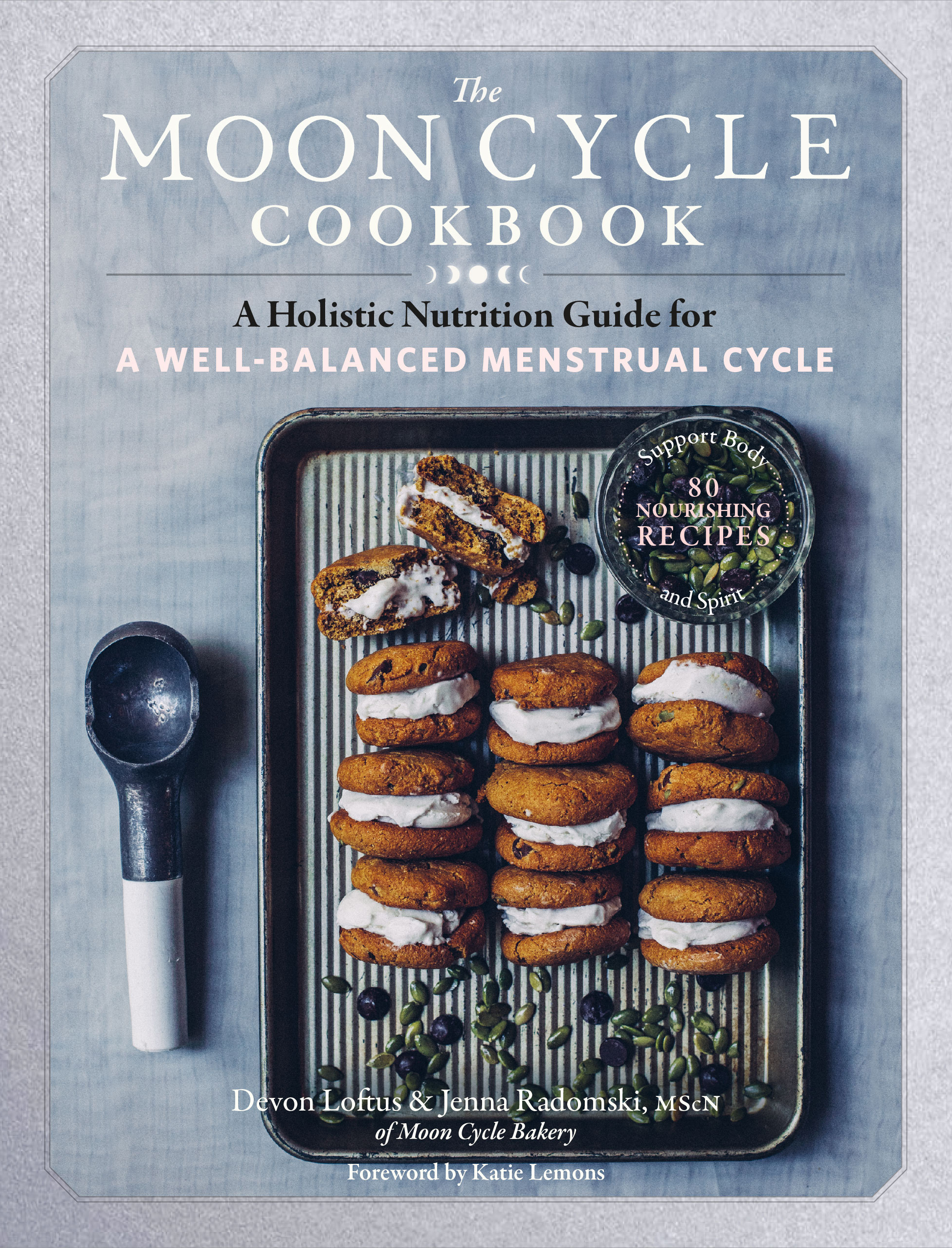 The Moon Cycle Cookbook A Holistic Nutrition Guide for a Well-Balanced Menstrual Cycle - Devon Loftus
